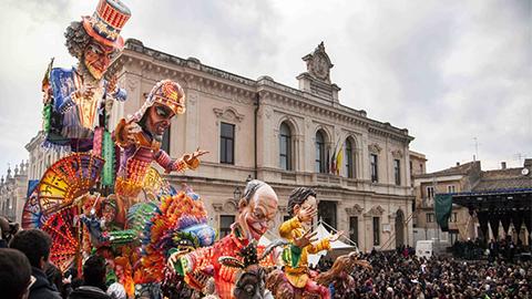 Carnevale_Palazzolo_Acreide_2020_Domus_Hyblaea_Dove_dormire_Dove_mangiare_Salsiccia